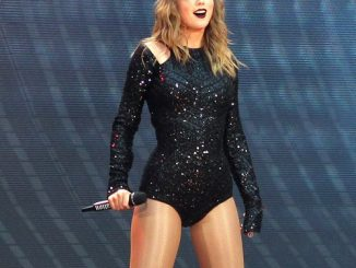 Taylor Swift thanks fans for Delicate success after concert storm