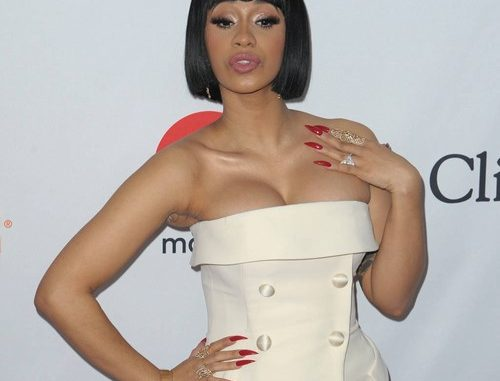 Cardi B has shared a previously unseen nude image from her maternity photoshoot.