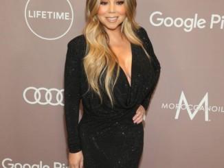 Mariah Carey gives impromptu performance at hotel bar